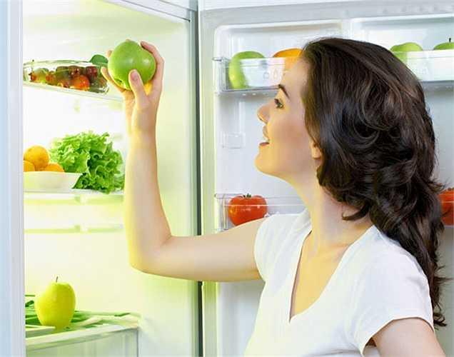 Thức ăn thừa: nên lưu trữ trong tủ lạnh cẩn thận hoặc bỏ đi ngay.
