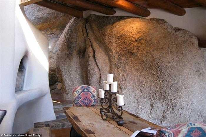 Ngôi nhà độc đáo này không kém phần sang trọng với các họa tiết bằng kim loại, người ta đang rao bán với giá 4,2 triệu USD