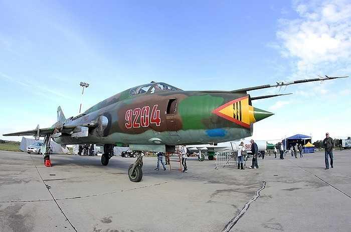 Cường kích cánh cụp cánh xòe Su-22 Liên Xô nghiên cứu thiết kế, đưa vào phục vụ từ những năm 1970