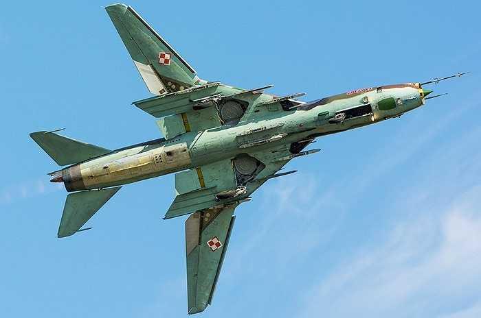 Tuổi thọ khung thân Su-22M4 khoảng 2.000 giờ bay hoặc 20 năm