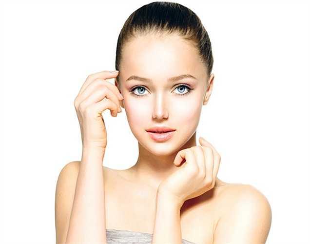 Làm sạch da: Những người có làn da khô, nhạy cảm nên cần chú ý chọn cho mình một sản phẩm làm sạch da thích hợp. Những chất làm sạch da loại tốt thường kèm những chất dưỡng da, chống khô da. Nên làm sạch da vài lần trong ngày, nhất là trước khi đi ngủ.