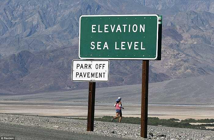 Hàng năm tại Vườn quốc gia Death Valley (Thung Lũng Chết), Mỹ, diễn ra cuộc đua marathon có tên Badwater 135 Ultramarathon.