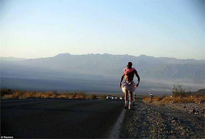 Không chỉ có thách thức từ quãng đường đua lên đến 217Km mà còn từ nhiệt độ ở Thung lũng Chết có thể lên tới 50 độ C