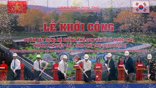 Khởi công dự án hệ thống thu gom, xử lý nước thải thành phố Việt Trì do Keangnam đảm nhận gói thầu xây lắp và cung cấp thiết bị năm 2014. Ảnh: Báo điện tử Phú Thọ.