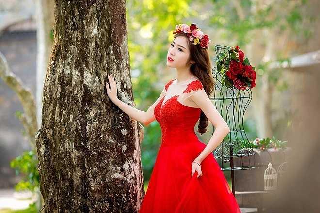 Người đẹp chia sẻ côgần như không có vết nứt nào, vết mổ cũng khá nhỏ và kín nên vẫn có thể chụp ảnh bình thường, kể cả trong trang phục nội y.