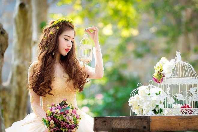Hiện tại, Elly Trần vẫn dành phần lớn thời gian để chăm chút cho bé Cadie, ngoài ra cô vẫn nhận lời tham gia chụp hình quảng cáo trong và ngoài nước.