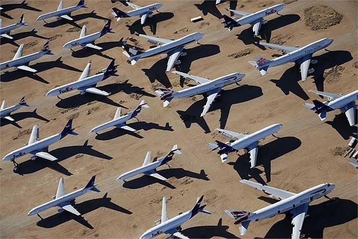 Ở đây tập trung nhiều máy bay cũ, trong đó nhiều nhất là Boeing 727-225.