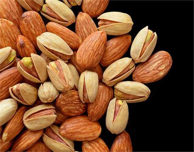 Quả hạch: không những giúp tăng cường năng lượng và khả năng miễn dịch, nó còn giúp điều hòa huyết áp.