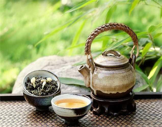Trà nghệ với nhiễm trùng máu: Nếu bạn gặp bất kỳ loại nhiễm trùng cơ thể bao gồm nhiễm trùng đường tiểu, uống trà nghệ rất tốt. Cách pha là đun sôi nước, sau đó cho một thìa cà phê bột nghệ, cuối cùng thêm một chút mật ong.