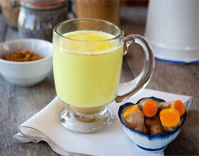 Sữa nóng pha với nghệ: rất tốt cho các nhiễm trùng và viêm trong cơ thể.