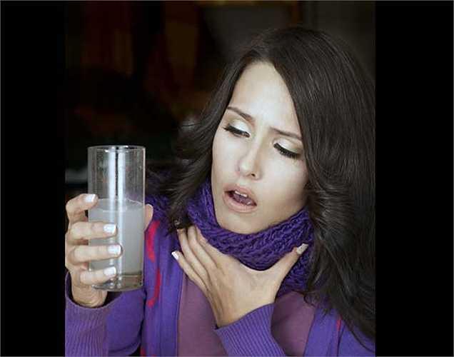 Viêm amiđan: thường gây đau ở cổ họng. Để giảm đau và sưng, nên dùng bột nghệ ngậm ở cổ họng để giảm tình trạng đau ngay lập tức.