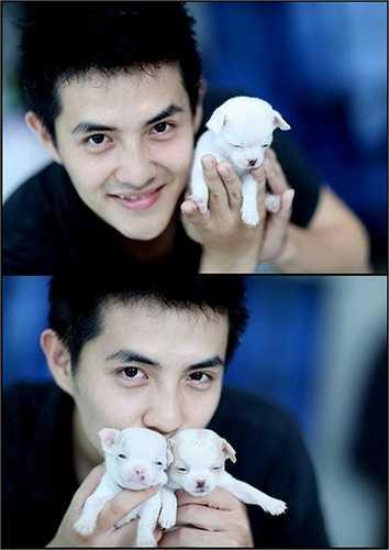 Ông Cao Thắng - bạn trai Đông Nhi cũng rất yêu thích cún con. Hiện nay, anh đang nuôi một bầy chihuahua và còn làm cả một ngôi nhà riêng cho chúng.
