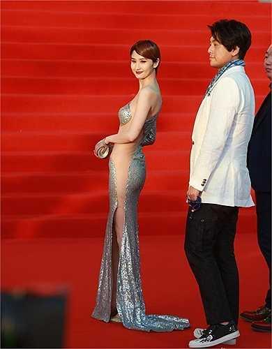 Theo Sina, ngày 16/4, liên hoan phim Bắc Kinh khai mạc với sự tham gia của nhiều ngôi sao hàng đầu của làng điện ảnh Hoa ngữ.
