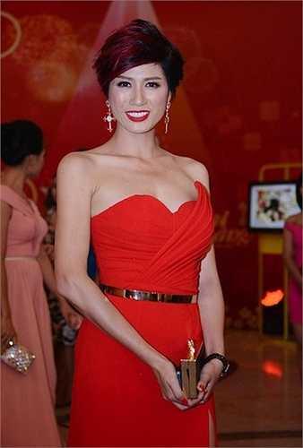 Sau đó,khi người mẫu Hồng Hà bị bắt vì tội bán dâm, Trang Trần chia sẻ rằng cô vui vì cuối cùng đã được minh oan.