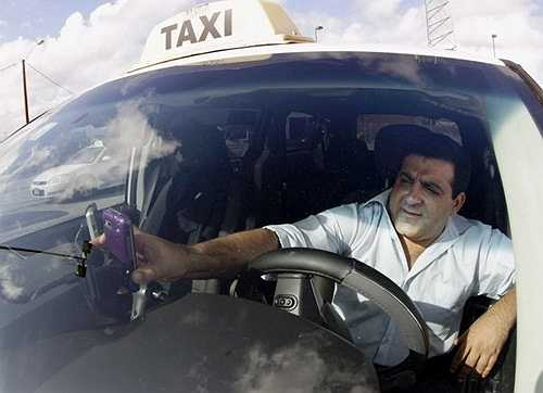 Tài xế taxi: Mức lương trung bình của tài xế taxi là 23.118 USD/năm và khả năng phát triển nghề nghiệp là 13%.