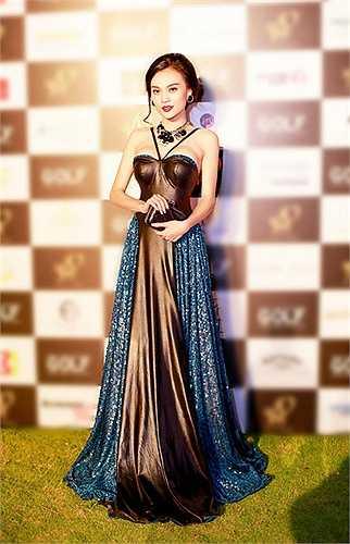 Trong thời gian qua với danh hiệu 'Giải nhất Trang phục Dân tộc' tại cuộc thi 'Hoa hậu Quốc tế 2014', cùng nỗ lực xây dựng hình ảnh và chuyên môn trong diễn xuất phim ảnh.