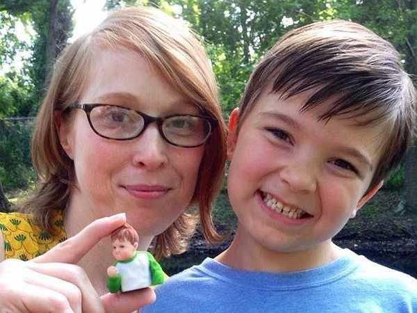 Sammy giờ đây đã 8 tuổi và đang dùng sự nổi tiếng của mình qua bức ảnh để kêu gọi gây quỹ giúp người cha có thể phẫu thuật ghép gan. Và đây là bức ảnh chụp Sammy vào tháng 2 năm nay.