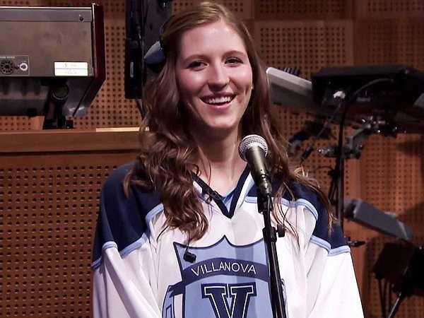 Tên của cô là Roxanne Chalifoux và cô là người chơi sáo trong ban nhạc cổ động của trường Villanova ngày hôm đó. Sự nổi tiếng bất ngờ đã giúp Roxanne có cơ hội được xuất hiện trên show truyền hình nổi tiếng của Jimmy Fallon.