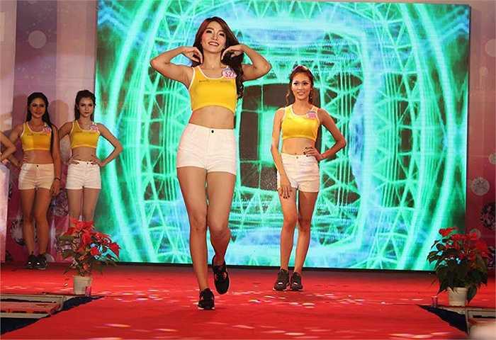 Trang phục thể thao phù hợp với những thí sinh trẻ trung, năng động