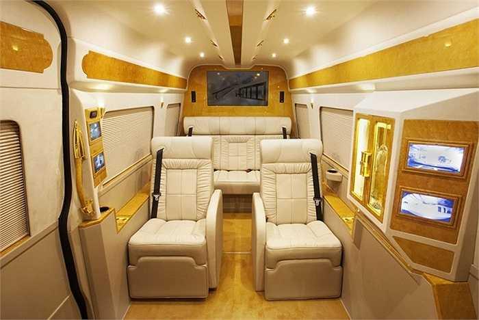Hãng độ xe Lexani vừa giới thiệu sản phẩm Mercedes-Benz B6 Spinter với nội thất dát vàng lấp lánh