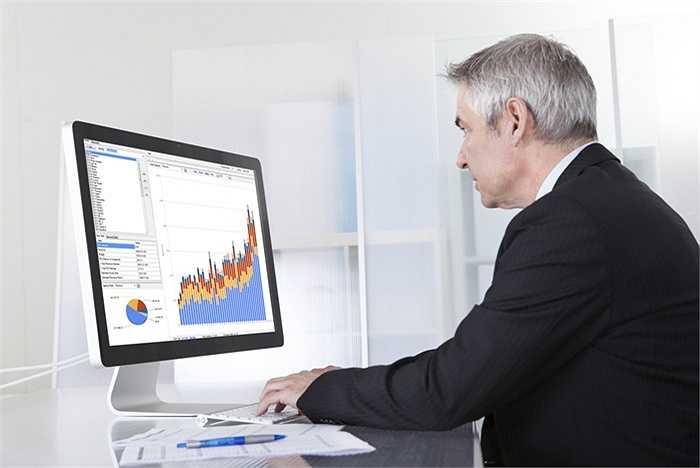 6. Nhà khoa học dữ liệu: Thu nhập: 124.149 USD - Chỉ số triển vọng: 14.97. Các doanh nghiệp và các tổ chức đều có những dữ liệu cần được xử lý. Việc phân tích dữ liệu và sử dụng thông tin đòi hỏi các nhà khoa học dữ liệu phải có tay nghề cao, có khả năng bóc tách số liệu và hiểu được mọi thông tin.