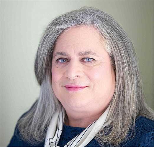 Jennifer Pritzker - Tài sản: 1,79 tỷ USD. Pritzker là tỷ phú đầu tiên chuyển giới trên thế giới. Bà từng là một cựu chiến binh, sở hữu khối tài sản kếch xù từ thừa kế gia đình và thành lập ra Bảo tàng Quân đội Pritzker