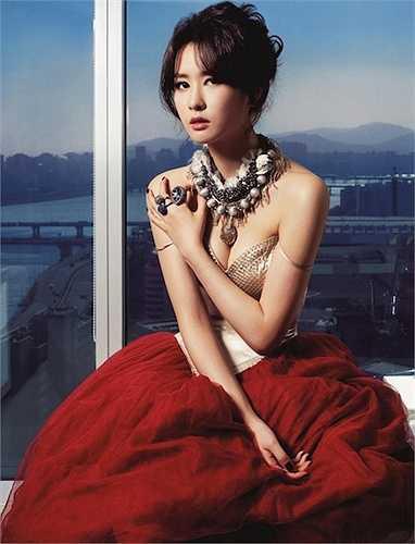 Lee Da Hae với đôi gò bồng đào căng đầy sức sống.