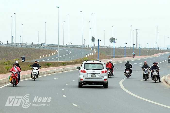 Tình trạng giao thông hỗn loạn trên đường Võ Nguyên Giáp, con đường mới được khánh thành cách đây không lâu vẫn diễn ra hết sức phổ biến.