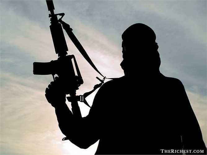 3. IS có phần tàn bạo hơn cả Al-Qaeda. Thời gian không lâu trước đây, Tổng thống Mỹ Barack Obama cho rằng phiến Hồi giáo này không thể so sánh với tổ chức khủng bố Al-Qaeda. Tuy nhiên, những hành động dã man của chúng có thể khiến ông phải suy nghĩ lại
