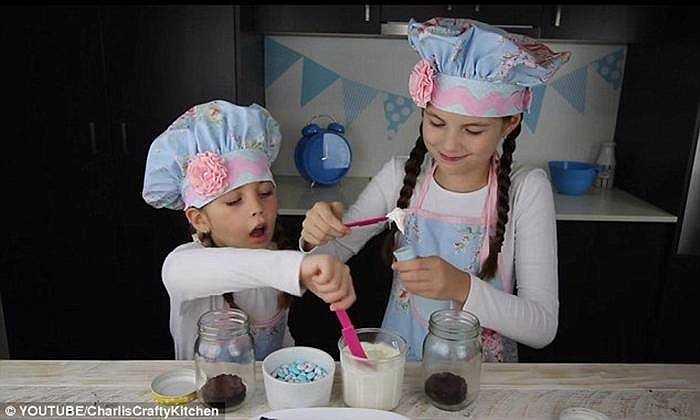 Charlie - 8 tuổi đến từ Queensland, Australia sở hữu kênh CharlisCraftyKitchen trên Youtube hướng dẫn nấu ăn, làm kẹo, làm bánh thu hút nhiều người theo dõi