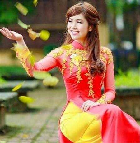 Hoa khôi tài sắc  Lê Thị Việt Hà, sinh năm 1995, đến từ Việt Trì - Phú Thọ.