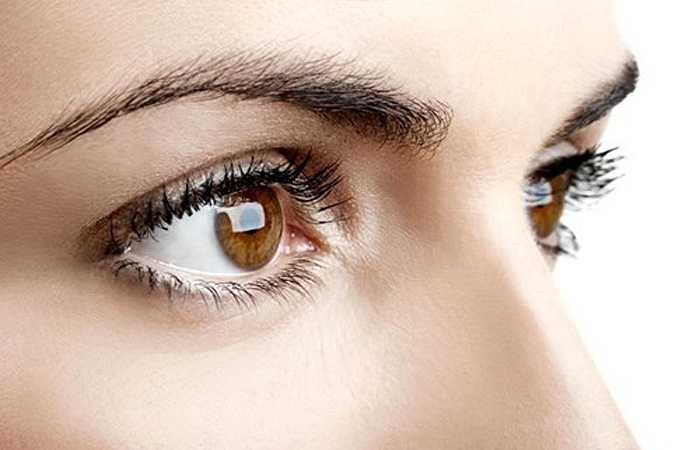 Cải thiện sức khỏe mắt: Dưa hấu là nguồn beta-carotene tuyệt vời được chuyển đổi trong cơ thể thành vitamin A. Vitamin A giúp sản xuất sắc tố ở võng mạc của mắt và bảo vệ cơ thể chống lại sự thoái hóa điểm vàng, cũng như ngăn ngừa bệnh quáng gà. Vitamin A cũng duy trì sự khỏe mạnh của răng, mô xương và màng nhầy.