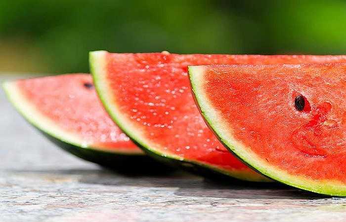 Giàu dinh dưỡng: Cũng giống như mọi loại quả khác, dưa hấu rất giàu khoáng chất và vitamin. Nó chứa nhiều vitamin A, B, C, kali, sắt, canxi, mangan, kẽm, chất chống oxy hóa và các chất dinh dưỡng khác. Một ly dưa hấu cho bữa ăn sáng là một cách tốt nhất để đáp ứng nhu cầu dinh dưỡng của bạn.