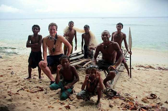Kênh BBC của Anh đã thực hiện bộ phim tài liệu về việc săn cá voi bằng phương pháp thủ công tại Indonesia.