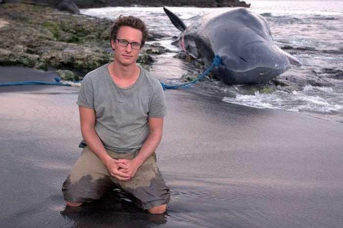 Tác giả bộ phim tài liệu của BBC bên con cá voi vừa bị hạ gục