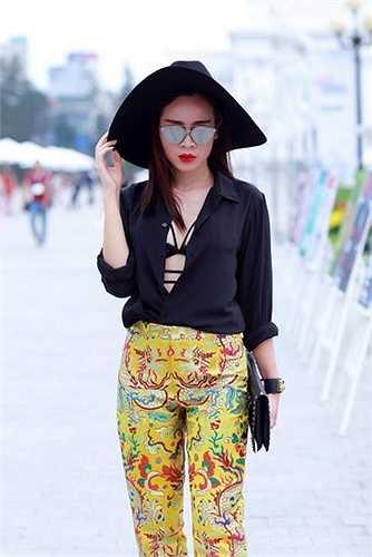 Nữ ca sỹ Lưu Hương Giang thay đổi 360 độ phong cách của mình khiến mọi người không nhận ra trong một sự kiện.