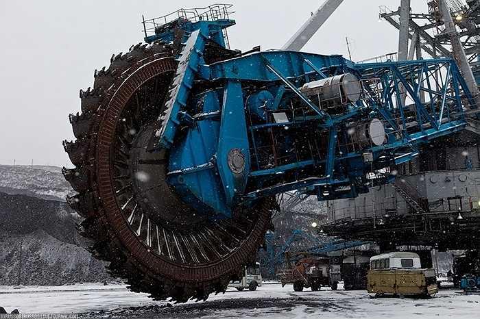 Cỗ máy này không có tên gọi cụ thể, dù nó là sản phẩm được chế tạo bởi người Nga, nhưng các modul quan trọng nhất và bộ điều khiển lại do các kỹ sư người Đức chế tạo.