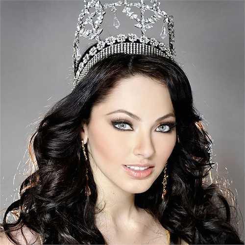 Hoa hậu MexicoPerla Beltran giành được danh hiệu cao quý năm 2009