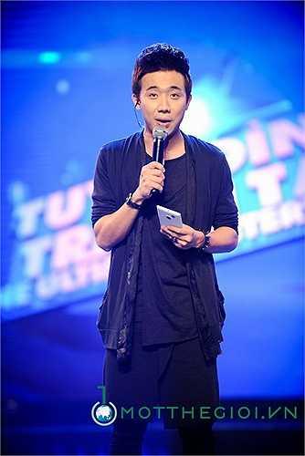 Nhiều ý kiến đánh giá cách dẫn chương trình của Trấn Thành chịu nhiều ảnh hưởng của MC Thanh Bạch khi anh hay dùng chiêu trò hài hước.