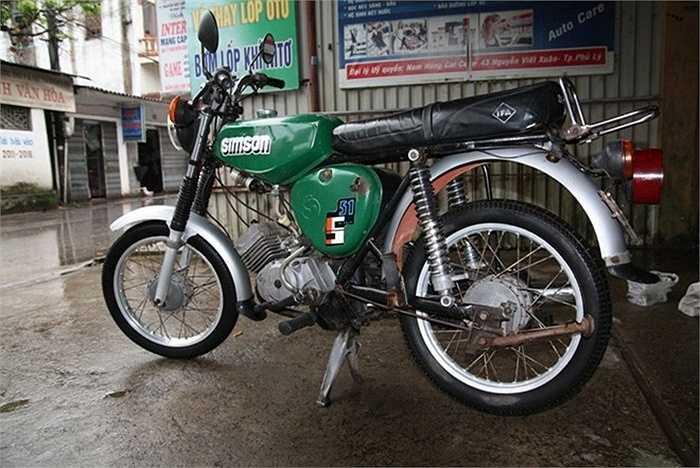 Simson là thương hiệu xe máy nổi tiếng và phổ biến của Đông Đức. Sau chiến tranh thế giới thứ 2, chủ nghĩa phát xít bị lật đổ, Simson được Liên xô tiếp quản. Dù vậy, trong trí nhớ của nhiều người, Simson vẫn là dòng xe của Đức.