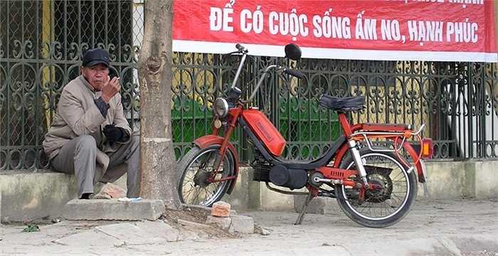 Babetta là dòng mopet - xe máy có bàn đạp. Ưu điểm của loại xe này là khi xe bất ngờ hết xăng giữa đường, người lái không phải lo lắng vì có thể đạp xe thay dùng xăng.