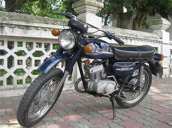 Minsk ra đời lần đầu tiên vào năm 1951 và xuất hiện tại thị trường Việt Nam từ năm 1960 khi xe theo chân các chuyên gia Liên Xô tới Việt Nam làm việc. Minsk là tên thủ đô của Belarus. Minsk sản xuất cả xe đạp và xe máy nhưng tại Việt Nam, xe máy Minsk được biết đến nhiều hơn.
