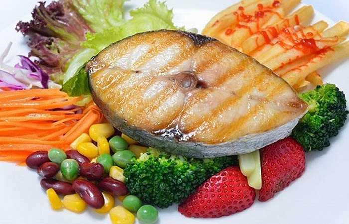 Cá: Loại thực phẩm này rất giàu các axit béo omega 3 và có hàm lượng vitamin D. Cả hai loại dưỡng chất này đều rất cần thiết cho sự khỏe mạnh của vòng 1. Vì vậy, bạn nên bổ sung thêm cá vào khẩu phần ăn hàng ngày.
