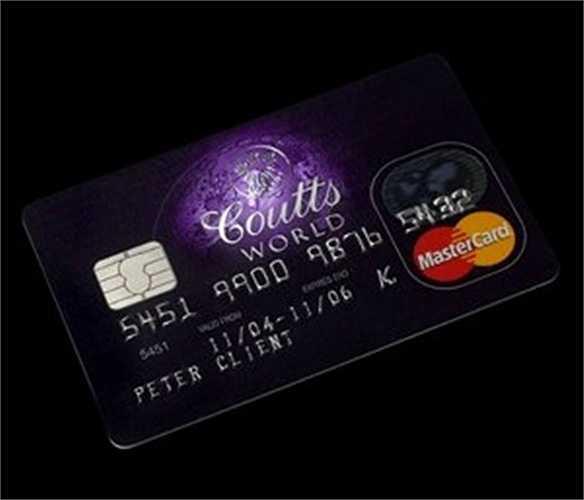 Thậm chí thẻ tín dụng Coutts World còn 'độc quyền' hơn so với thẻ Merrill do phạm vi hoạt động rộng hơn. Để trở thành chủ thẻ, bạn phải có ít nhất 1 triệu USD trong tài khoản ngân hàng mỗi tháng. Và chỉ bạn không giữ được con số này, Coutts World sẽ không có lý do gì để giữ chân bạn.     Không có nhiều phần thưởng và quyền lợi cho khách hàng ngoài việc đánh bóng tên tuổi của bạn khi sở hữu một loại thẻ giống với nữ hoàng nước Anh.