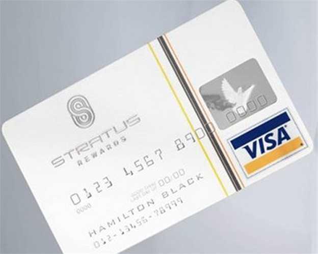Stratus Rewards Visa mang dáng vẻ đặc trưng với màu trắng sáng và phí hàng năm của nó lên tới 1500 USD. Những người có loại thẻ này thường xuyên dùng cho các chuyến bay riêng.