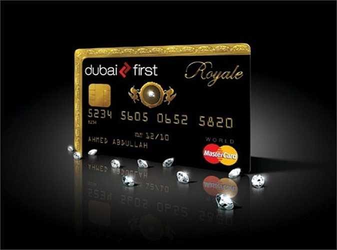 Dubai First Royale MasterCard có một hạt kim cương đính trên bề mặt thẻ, toàn bộ đầu và mặt trái của nó có một viền vàng. Bạn không thể đăng ký qua online mà phải do chính Dubai First mời bạn đến văn phòng, tuy nhiên không có một sự đảm bảo rằng bạn có thể trở thành chủ thẻ và cơ hội chỉ trao cho những người may mắn.
