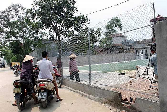 Trong đó, 1 học sinh lớp 4 tử vong sau khi được đưa lên bờ, 1 em khác được đưa đi cấp cứu tại Bệnh viện Đa khoa huyện Yên Lạc. (Nguồn: Vietnamnet)