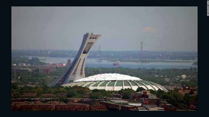 Sân vận động Olympic Montreal, Canada: Công trình được thiết kế bởi kiến trúc sư người Pháp Roger Taillibert và được biết đến với tên gọi 'Tháp nghiêng cao nhất thế giới' với 175 m.