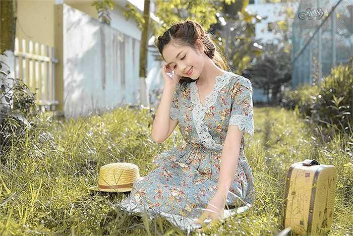 Trương Thị Ngọc Ánh sinh năm 1993, tại Tuyên Quang, hiện là sinh viên năm 4, lớp ĐH11A6, khoa Thiết kế đồ họa của ĐH Mỹ thuật công nghiệp Hà Nội.