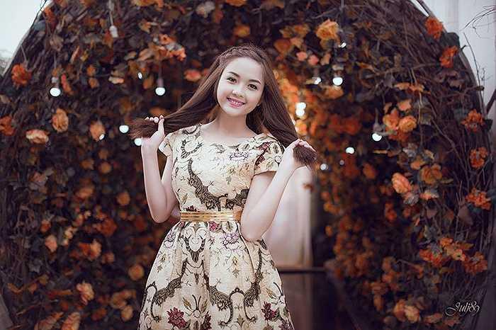 Cô bạn cũng vừa giành giải Nữ sinh Việt Nam Ấn tượng tháng 2/2015